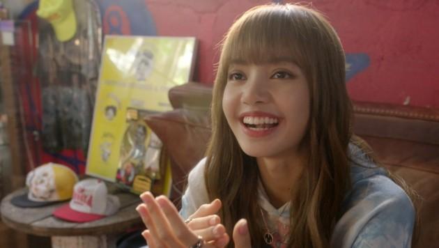 """Lalisa """"Lisa"""" Manoban in einer Szene der Netflix-Doku """"BLACKPINK: Erleuchten Sie den Himmel"""" (2020) (Bild: ©Netflix / Everett Collection / picturedesk.com)"""