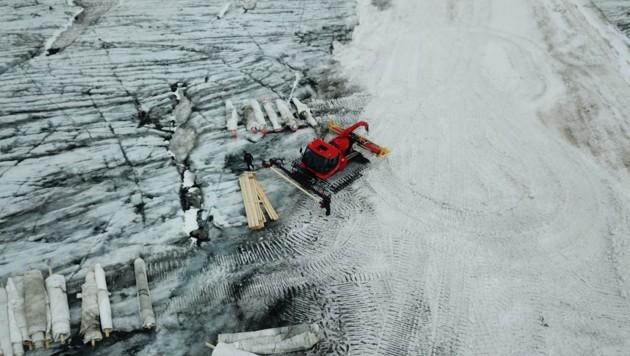 Hintertuxer Gletscher: Vor der Skisaison werden die Planen entfernt (Bild: TenCate Geosynthetics)