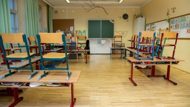Viele Klassenzimmer in Salzburg bleiben derzeit leer. (Bild: Berger Susi)
