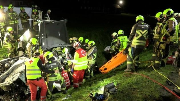 Für die Rettungskräfte bot sich ein schreckliches Bild am Unfallort. (Bild: Jean-Pierre Poggioli)