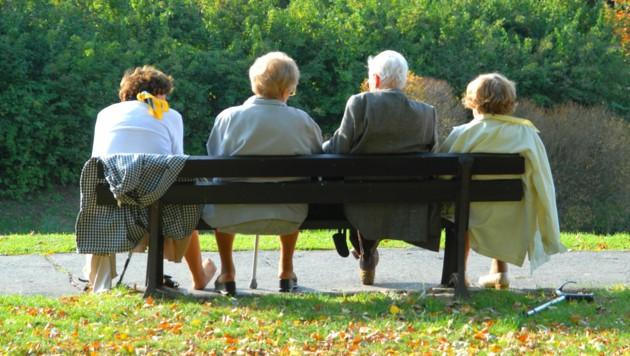 ÖVP und Grüne haben die Pensionserhöhung für das kommende Jahr fixiert: Alle bekommen mindestens 1,8 Prozent mehr, Bezieher kleiner Renten erhalten ein Plus von drei Prozent. (Bild: stock.adobe.com)