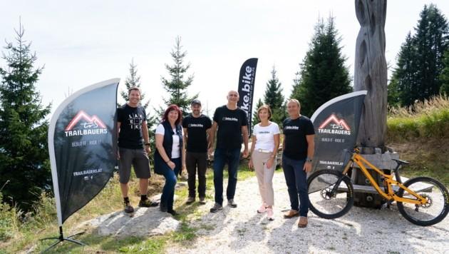 Projektleiter Holzer (l.) und sein Team bauen eine tollen Kurs (Bild: Tourismus Villach)