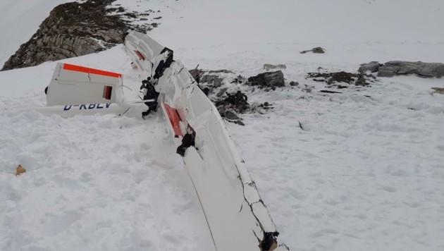Das Wrack des Motorsegelflugzeugs wurde erst Tage nach dem Aufprall von Einsatzkräften gefunden. (Bild: Holitzky Roland)