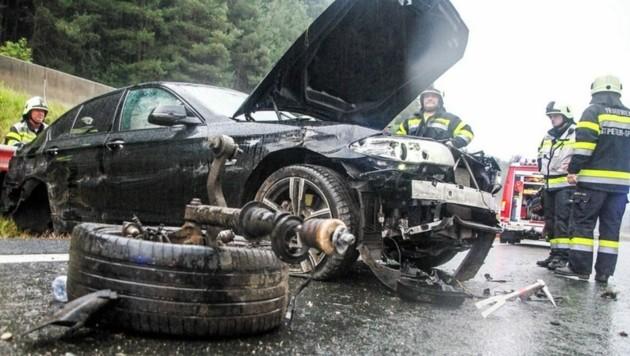 Der vollkommen zerstörte Unfallwagen. (Bild: FF Spittal/Drau)