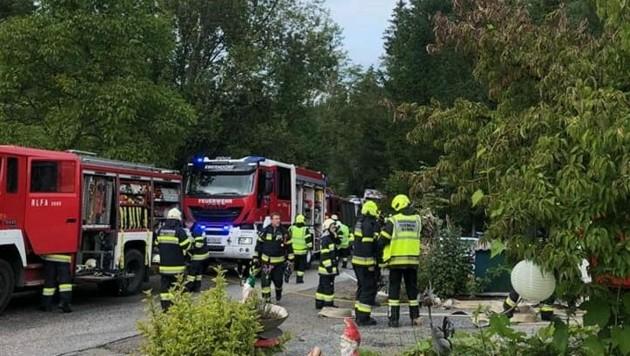 Bei dem Brand standen 100 Mann im Einsatz. (Bild: ZvG/ FF Altendorf)