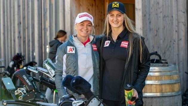 Am Wochenende golften die Vorarlberger Speedspezialistinnen Ariane Rädler (li.) und Nina Ortlieb in Lech beim 2. GOING FOR GOLD Charityturnier. (Bild: Maurice Shourot)