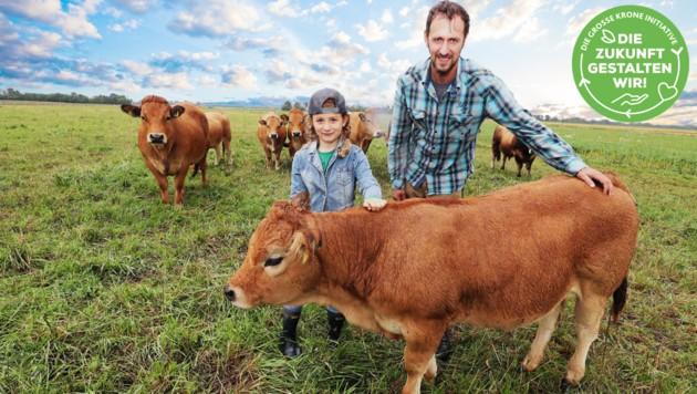 Der Landwirt Georg Prantl führt gemeinsam mit seiner Familie einen Bio-Bauernhof in Neudorf: Artgerechte Tierhaltung liegt ihm dabei sehr am Herzen. (Bild: Reinhard Judt Krone KREATIV)