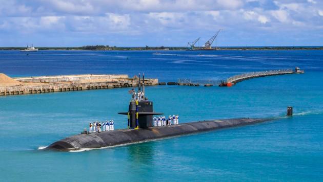 Ein US-amerikanisches U-Boot der Navy vor der Insel Guam im westlichen Pazifik, einem Überseegebiet der USA. (Bild: AP)