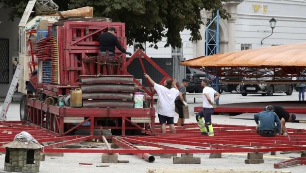 Derzeit laufen rund um den Dom bereits die Aufbauarbeiten (Bild: Tröster Andreas)