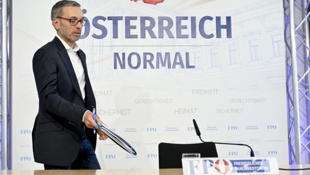 FPÖ-Chef Herbert Kickl machte seine Ankündigung wahr und brachte eine Klage gegen Falstaff-Herausgeber Wolfgang Rosam ein. (Bild: APA/HERBERT NEUBAUER)