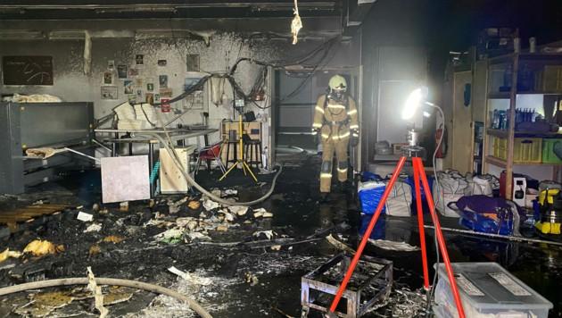 Durch den Brand entstand erheblicher Sachschaden. (Bild: zoom.tirol)