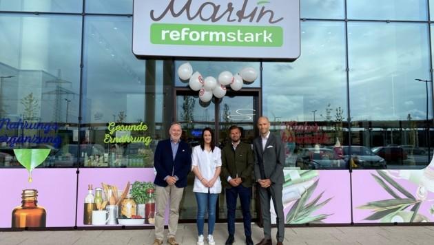 In Parndorf: Alexander Martin, Filialleiterin Kerstin Klehr, Vertriebsleiter Markus Krüer und Florian Zulehner (v. links). (Bild: Reformmarkt Martin)