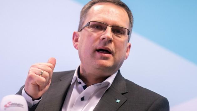 """ÖVP-Klubobmann August Wöginger kritisiert die """"Impf-Heuchelei"""" der FPÖ. (Bild: APA/GEORG HOCHMUTH)"""