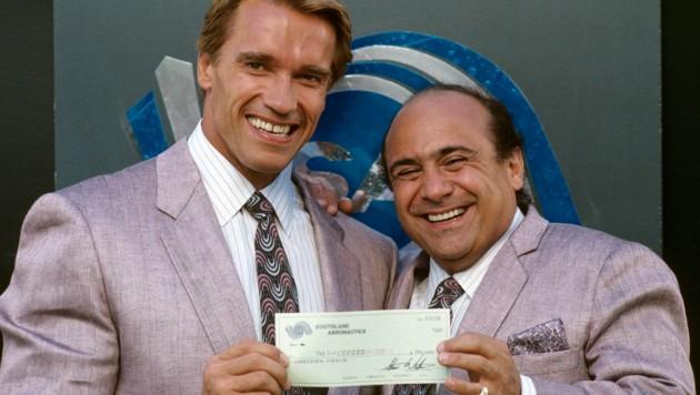 """Arnold Schwarzenegger und Danny DeVito spielten 1988 im Film """"Twins"""" und stehen bald für das Sequel """"Triplets"""" wieder gemeinsam vor der Kamera. (Bild: mptv / picturedesk.com)"""