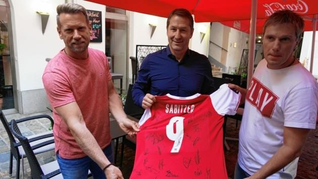 Marcus Ziegler mit Teamchef Franco Foda und Helmut Bruckner (v.li.) (Bild: Pail Sepp)