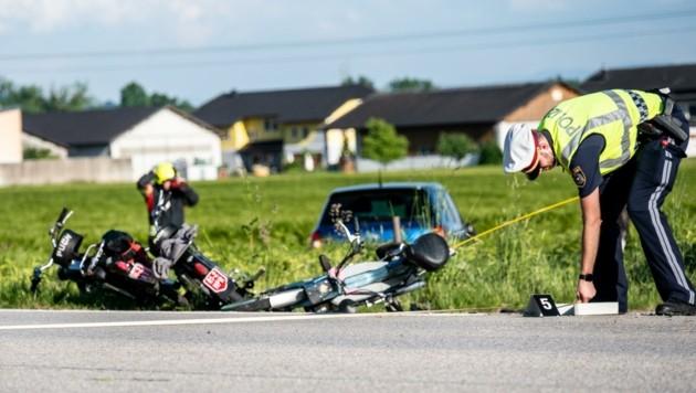 Vermessungsarbeiten nach dem tödlichen Crash (Bild: Kerschbaummayr Werner)