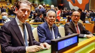Österreich bei der UNO-Vollversammlung: Kanzler Kurz, Bundespräsident Alexander Van der Bellen, Außenminister Alexander Schallenberg (v.l.) (Bild: APA/BKA/ARNO MELICHAREK)