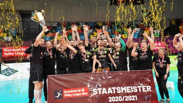 """Die Volleyballer des UVC Graz haben es mit ihrem Titel bewiesen, wie man """"trotz"""" vier Österreichern am Feld Meister werden kann. (Bild: Pail Sepp)"""