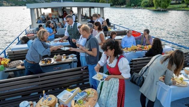 Auf der MS Kärnten wurden am Wochenende heimische Käsesorten präsentiert und verkostet. (Bild: VKSÖ/Rüdiger Niemz)