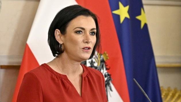 Der Streit zwischen der Landwirtschaftsministerin und den großen Handelsketten geht weiter. (Bild: APA/HANS PUNZ)