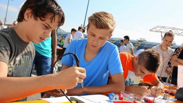 """Mehr als 40 Betriebe können Jugendliche bei der """"Lehre On Air"""" kennenlernen und dabei berufstypische Handgriffe selbst ausprobieren. (Bild: Evelyn Hronek)"""