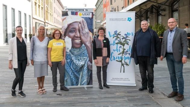 In Innsbruck präsentierten am Mittwoch Vertreter von Vergissmeinnicht und mehrere Gäste die Ergebnisse der Studie. (Bild: LIEBL Daniel   zeitungsfoto.at)