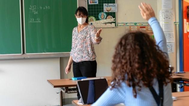 Masken- und Testpflicht an Schulen (Symbolfoto) führten kaum zu Problemen - nur in Kärnten läuft ein Prozess. (Bild: Brenek Malena)