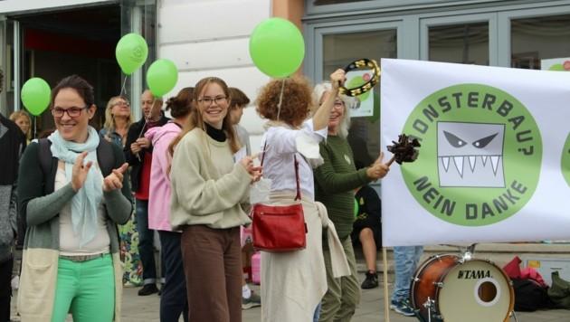 Ein Flashmob wurde veranstaltet, um mehr Gehör zu finden (Bild: Beate Unfried)