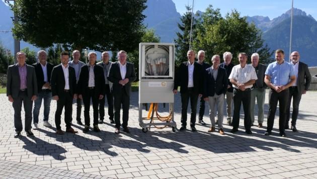 Die Bürgermeister der 15 Talboden-Gemeinden mit LR Johannes Tratter (Bild: Martin Oberbichler)