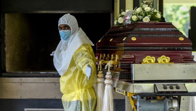 Der Leichnam des Schamanen wurde verbrannt. (Bild: APA/AFP/ISHARA S. KODIKARA)