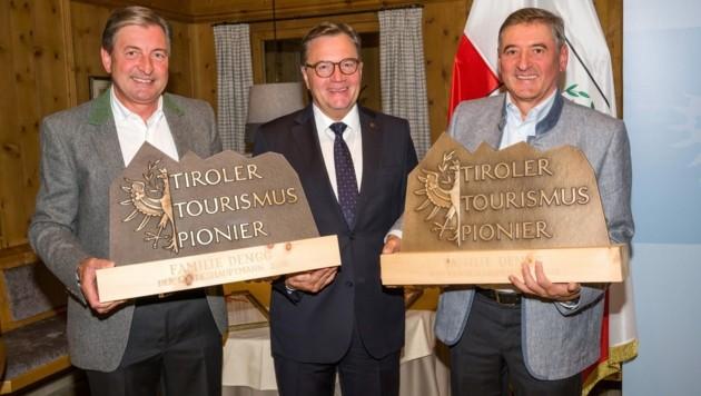 LH Günther Platter mit den zwei Tourismuspionieren Franz (links) und Klaus Dengg (Bild: Fotostudio Rene)