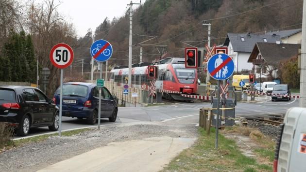 Lästige Wartezeiten vor den Schranken in Pörtschach sollen bald ein Ende haben. (Bild: Evelyn Hronek)