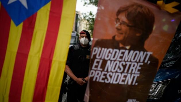 Demo für die Freilassung von Carles Puigdemont in Barcelona (Bild: AP)