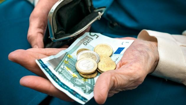Wie viel Geld bleibt im Alter im Börsel? Eine heikle Frage vor allem für die Politik. (Bild: stock.adobe.com)