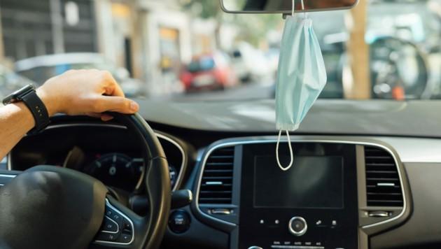 In Deutschland wird das Mitnehmen eines Mund-Nasen-Schutzes künftig zur Pflicht - auch nach dem Ende der Corona-Pandemie. (Bild: ©Miguel Lifestyle - stock.adobe.com)
