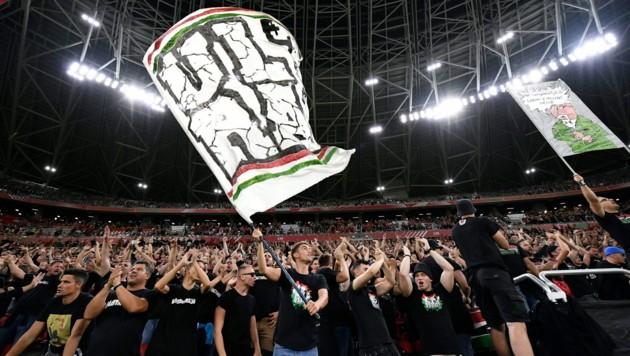 Die bekannt sympathischen Fußballfans aus dem benachbarten Ungarn. (Bild: EPA)