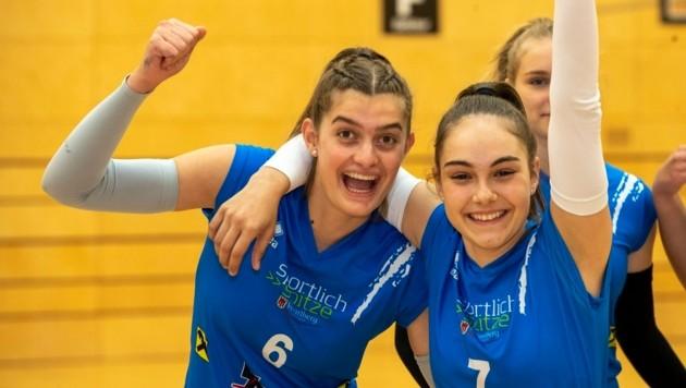 Die Dornbirner Volleyball-Girls um Magdalena Halbeisen (li.) und Pia Lampert hatten bereits am ersten Spieltag Grund zum Jubeln. (Bild: Maurice Shourot)