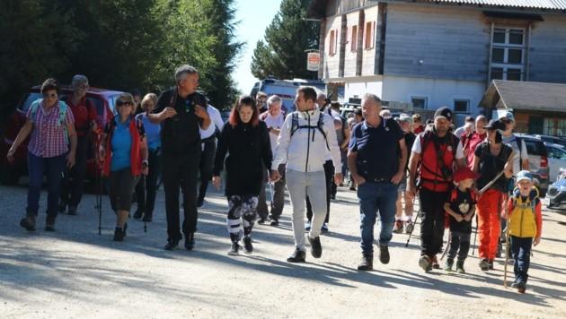 Ex-Ski-Ass Fritz Strobl führte die Herzschwäche-Wandergruppe als Motivator an. (Bild: Fischer Claudia)