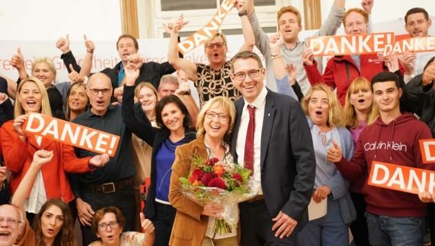Feiern kann Markus Vogl. Er schaffte es, den Steyrer Bürgermeistersessel im ersten Wahlgang zu erringen. (Bild: Scharinger Daniel)