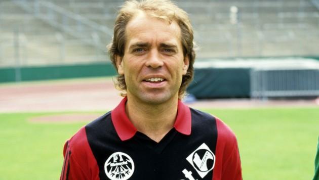 Wolfgang Kraus - hier gegen Ende seiner Karriere im Dress von Eintracht Frankfurt (1986) (Bild: Roland Witschel / dpa / picturedesk.com)