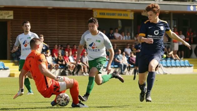 Gollings Brückler (re.) führt nach dem 3:1 gegen Bramberg die Torschützenliste an (Bild: krugfoto/Krug Daniel jun.)