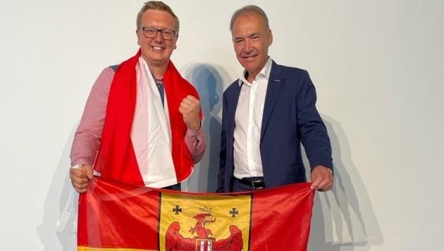 Wirtschaftskammerpräsident Peter Nemeth gratulierte Ronald Brunäcker nach seinem Sieg bei den EuroSkills2021 in Graz. (Bild: WKB)