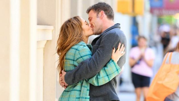 Jennifer Lopez und Ben Affleck küssen sich in New York. (Bild: www.PPS.at)