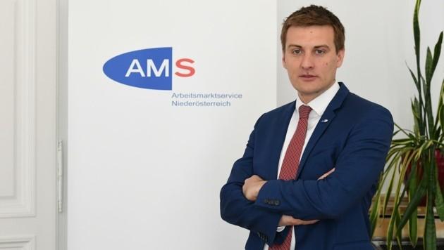 AMS-Chef Sven Hergovich zündet den Vermittlungsturbo, damit niemand als dauerarbeitslos abgestempelt wird. (Bild: Huber Patrick)