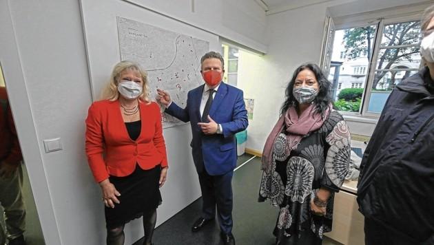 Bürgermeister Michael Ludwig (SPÖ) und Silvia Celand von Wiener Wohnen eröffneten gestern das neue Impfangebot (Bild: Gerhard Bartel)