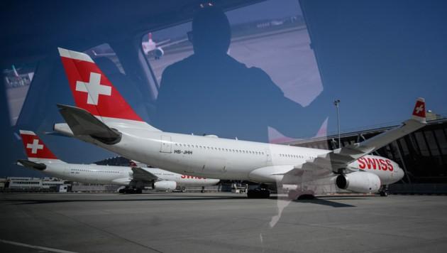 Die Swiss Air macht Ernst - ungeimpftes Personal ist in dem Unternehmen bald nicht mehr erwünscht. (Bild: AFP/Fabrice COFFRINI)