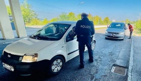 Bei den Kontrollen in Deutschkreutz sorgten drei widerwillige Frauen in einem Wagen für helle Aufregung. (Bild: Christian Schulter)