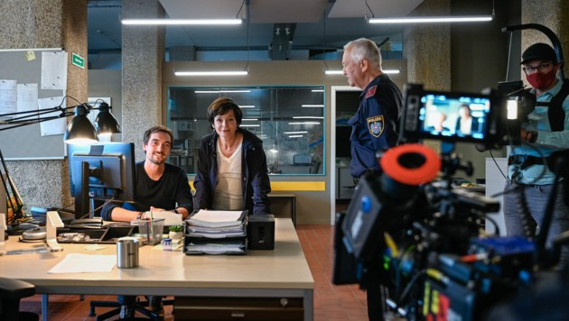 Daniel Gawlowski und Katharina Stemberger bei den Dreharbeiten für die SOKO Donau in der Tabakfabrik in Linz (Bild: Alexander Schwarzl)