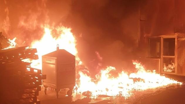 Bereits vor zwei Monaten setzte die Frau einen Container auf einem Industriegelände in Brand. (Bild: FF Eisenstadt)
