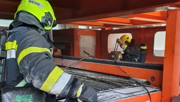 Maschinebrand in Villach, ein Arbeiter verletzt (Bild: zVg/HFW Villach)